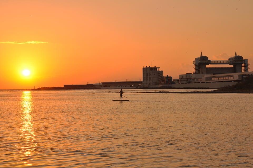 夕暮れの沼津港